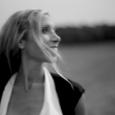 """Efter att ha släpp tre album och en rad singlar framförda på engelska är tiden inne för Therése Neaimé att släppa material på svenska. Singeln heter """"Framme snart"""" och är […]"""