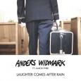 Nu har Anders Widmark släppt den tredje låten i vårens triptyk av ny gränsöverskridande musik. Den här gången blir Anders en rappande frälsningssoldat och blandar gospel och pop med hip-hop. […]